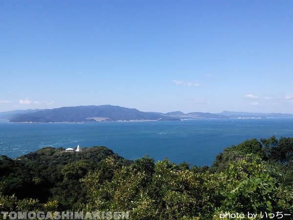タカノス山展望台から灯台を望む