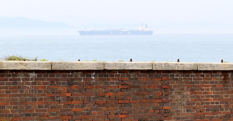 岸壁とタンカー